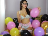 Valentina Nappi Ballons popping